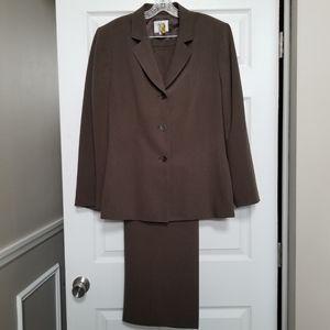 Sharp Brown Collections by Le Suit Pants Suit: 18
